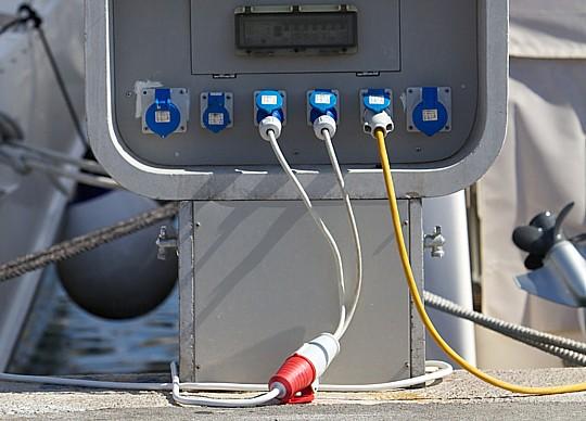 Zakačite električni utikač